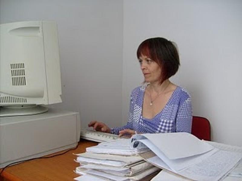 Colega din biroul de-alaturi... poate fi mama sau sora noastra!