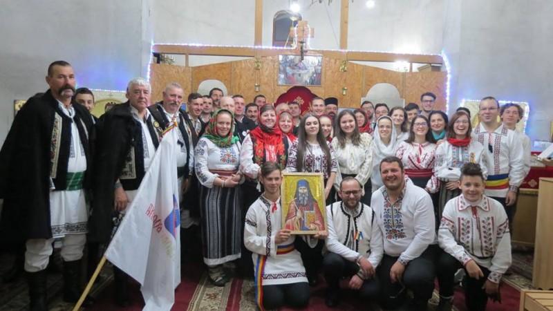 Colindele au adus bucuria în bisericuța satului Agafton: Dialogul dintre generații! FOTO, VIDEO