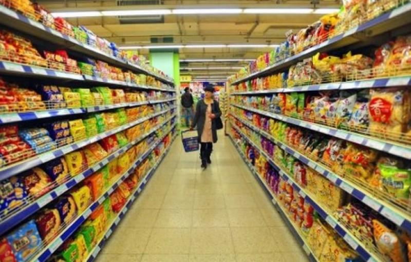 Comercianţii vor trebui să vândă sau să doneze alimentele aproape expirate