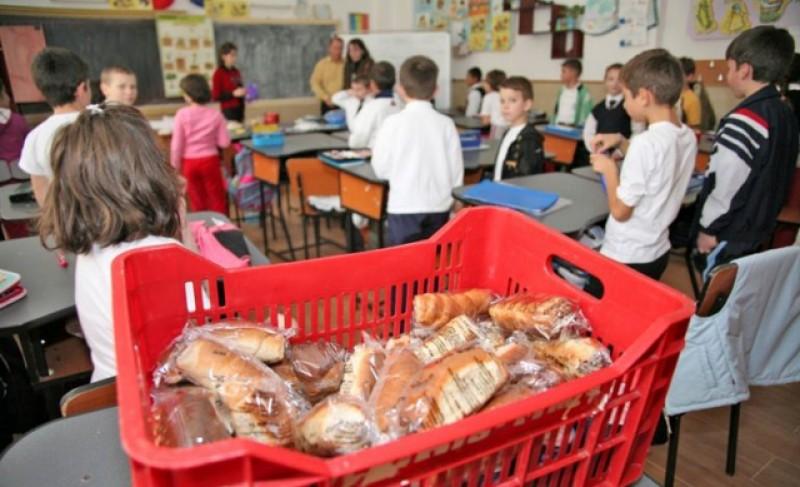 Comisia Europeană a crescut suma alocată României pentru fructe, legume şi lapte în şcoli