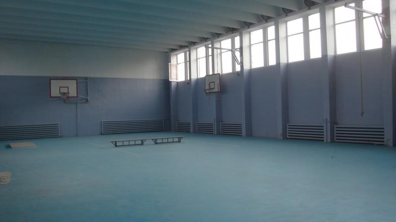 Compania Naţională de Investiţii finanţează reparaţiile unei săli de sport din Botoşani