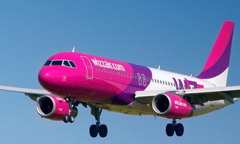 Compania Wizz Air creşte măsurile de siguranţă: pasagerii vor avea obligația să poarte măști pe tot parcursul zborului
