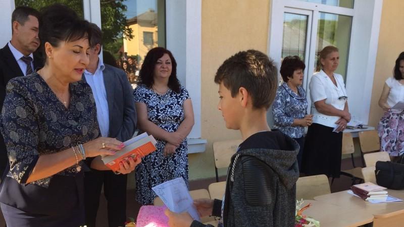 COMUNICAT: Deputatul PSD Tamara Ciofu premiază cei mai buni elevi din Botoșani pentru al cincilea an consecutiv