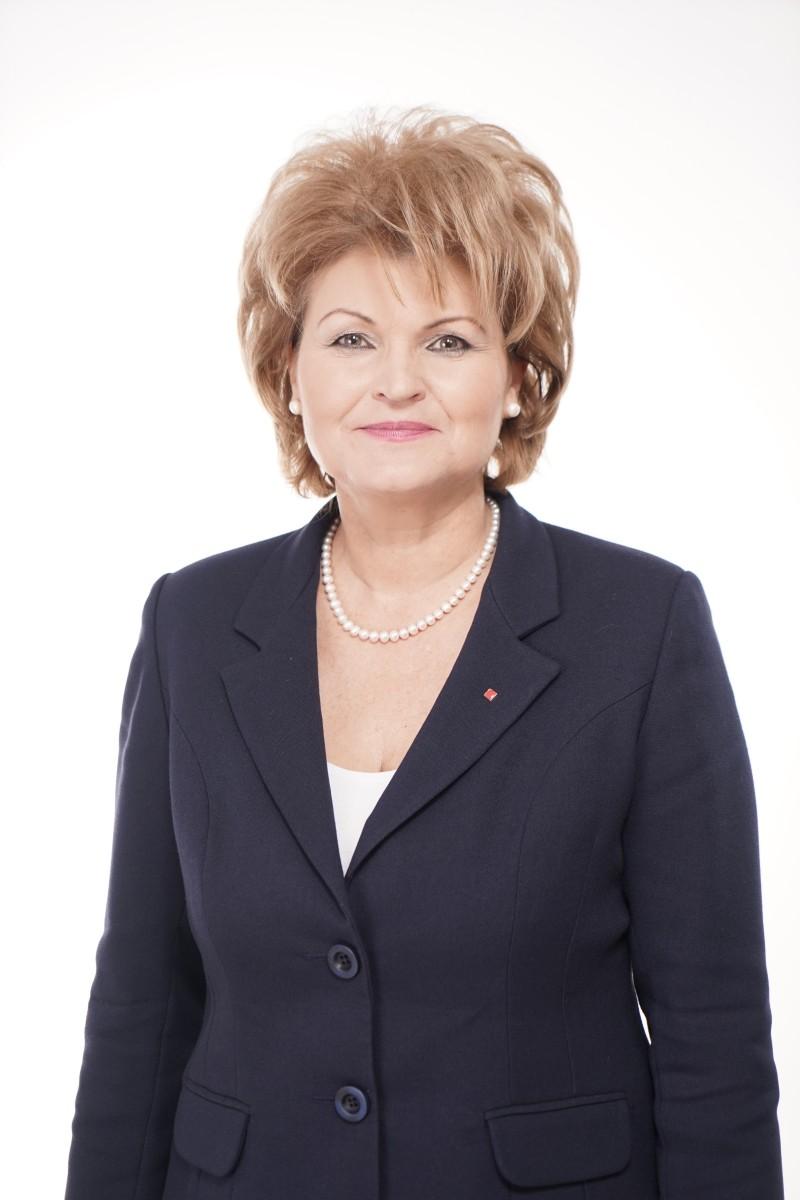 """COMUNICAT - Mihaela Huncă: """"300.000 de profesori vor avea în medie salarii mai mari cu 15% de la 1 februarie"""""""