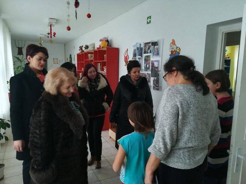 Comunicat - Social-democratele au împărțit daruri copiilor de la Micul Prinț