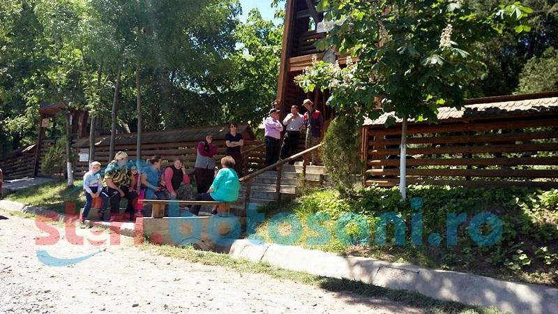 Comunitatea din Schit Orăşeni, împărţită între fostul paroh şi conducerea Mitropoliei