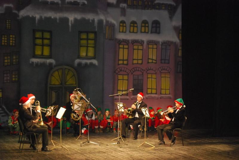 """Concert de Crăciun: Colinde, muzică, teatru cu Liceul de Artă """"Ştefan Luchian"""" Botoşani"""