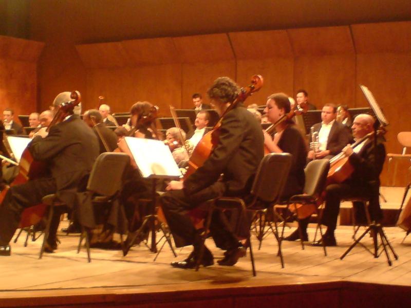 Concert de vioara, sub bagheta dirijorului Cristian Brancusi, la Filarmonica Botosani!