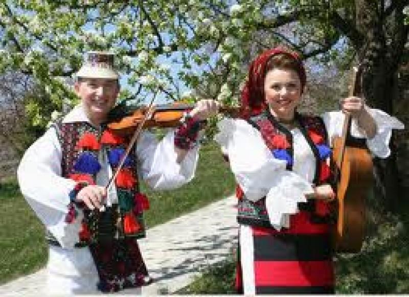 Concert în aer liber pentru telespectatorii din Botoşani, oferit de TVR Iasi!