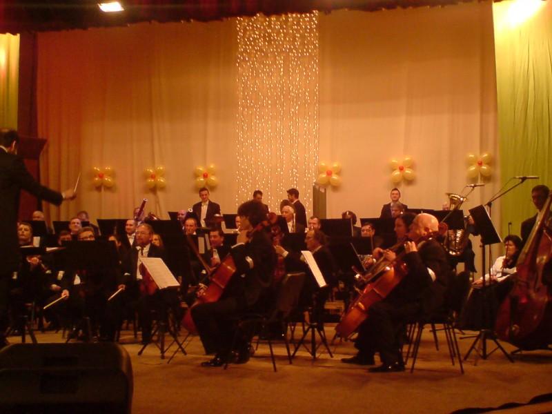 CONCERT pentru ANUL NOU 2013, cu trei tenori, la Filarmonica Botosani