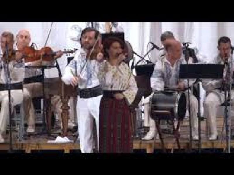 """Concerte pentru persoanele defavorizate din centrele de asistenta sociala, oferite de Orchestra Populara """"Rapsozii Botosanilor"""""""