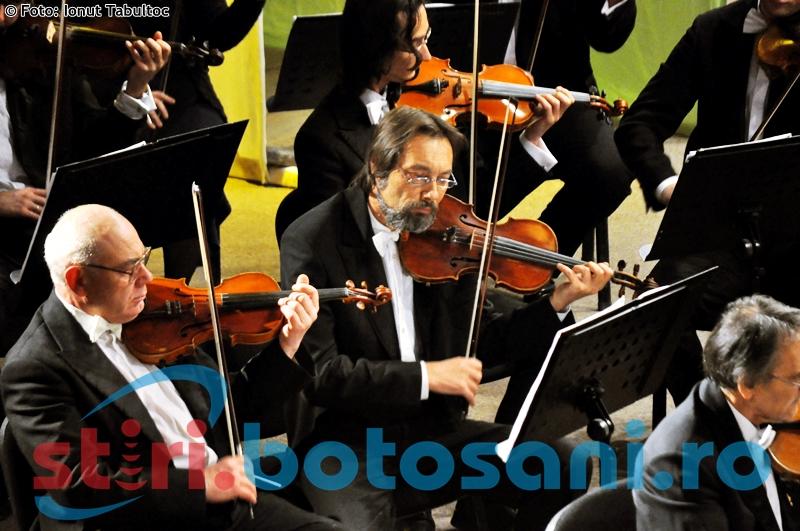 Concertul săptămânal al Filarmonicii Botoşani, cu pianistul Toma Popovici!