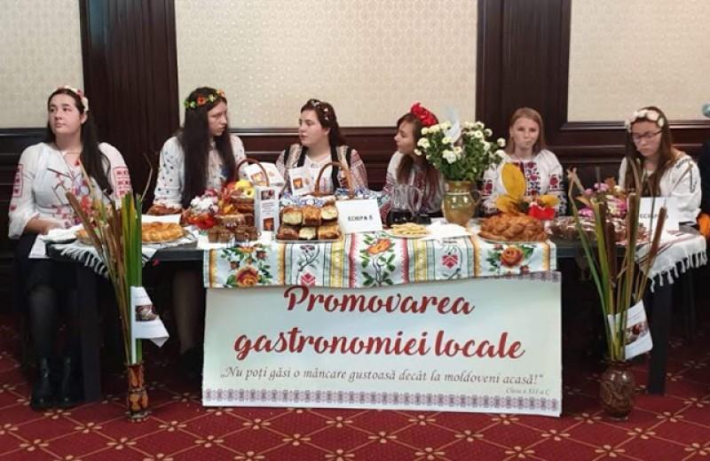 """Concurs: """"Promovarea turismului și a gastronomiei locale"""", organizat de Colegiul Economic """"Octav Onicescu""""! Vedetele au fost plăcintele """"poale-n brâu"""", cozonacii și colțunașii!"""