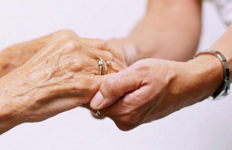 Condiţiile în care pot fi vizitate persoanele aflate în căminele de bătrâni pe timpul stării de alertă
