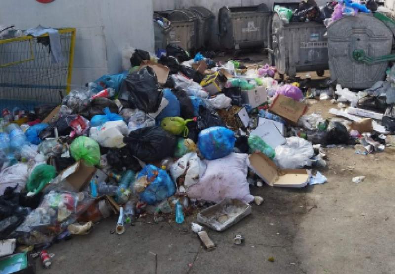 """Conducerea Urban Serv despre colectarea gunoiului menajer: """"Nu există zi în care containerele să nu fie golite"""""""