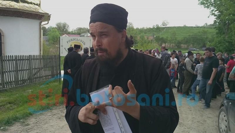 Conflict mocnit la Schit Orăşeni. Preotul oprit de la slujbe sfidează din nou conducerea Mitropoliei