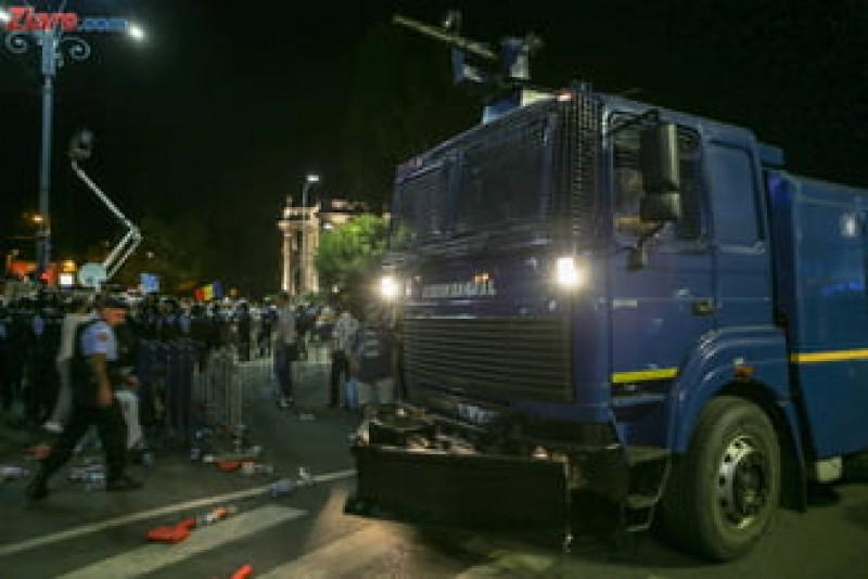 """Consilier la Secretariatul General al Guvernului, despre protestatari: """"Trebuiau mitraliați, nu stropiți cu apă!"""""""