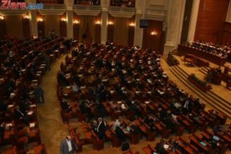 Consilierii locali care nu se duc la sedinte sunt demisi automat, a decis Parlamentul!