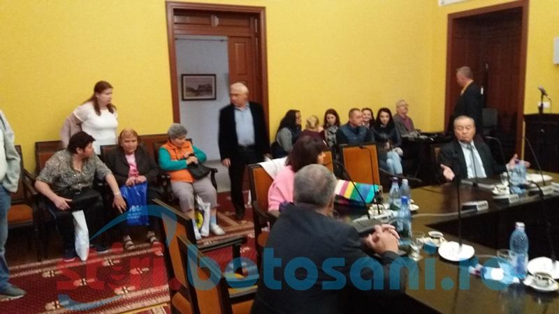 Consilierii municipali, întruniţi în şedinţă pentru sinistraţii din blocul explodat. Apel din partea primarului Flutur