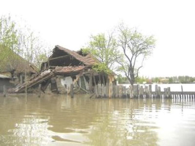 Constructorii, somati de sefii judetului sa urgenteze ridicarea caselor din zonele sinistrate!