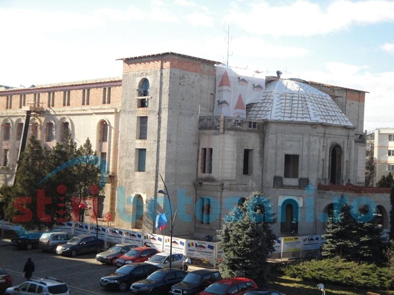 Constructorul de la Teatrul Eminescu va trebui să facă lucrări pentru protejarea obiectivului. Cine dă banii!