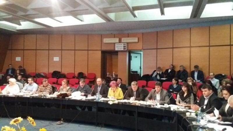 Contre în cadrul Consiliului Judeţean, de la o declaraţie politică susţinută în cadrul şedinţei ordinare