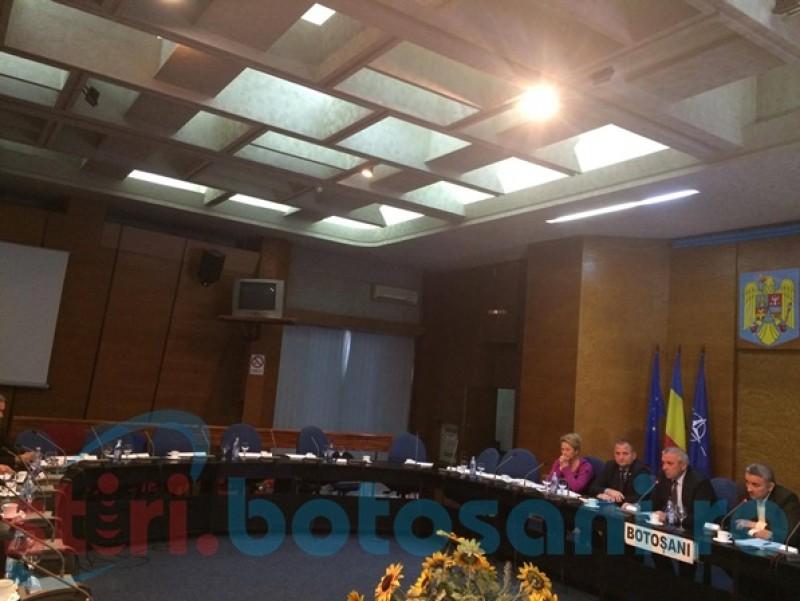 Consilierii judeţeni au respins pentru a doua oară majorarea tarifelor la apă. Liberalii au refuzat să voteze