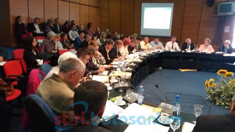 Contre, ironii şi voturi la grămadă în şedinţa Consiliului Judeţean FOTO