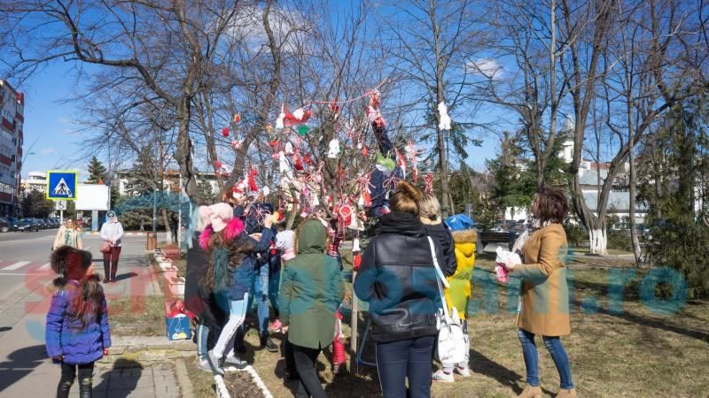 Copaci în straie de sărbătoare de 1 Martie