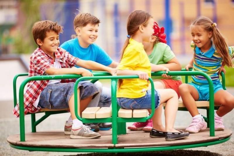 Copiii şi adolescenţii din sistemul de protecţie, sărbătoriţi de ziua lor