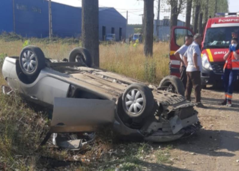 Copil de trei ani și părinții acestuia, răniți într-un accident rutier grav