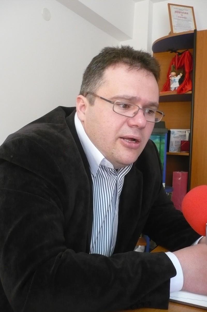 Corneliu Daniliuc, directorul de la Primaria Botosani, pune accidentul cu masina de serviciu pe seama stresului!