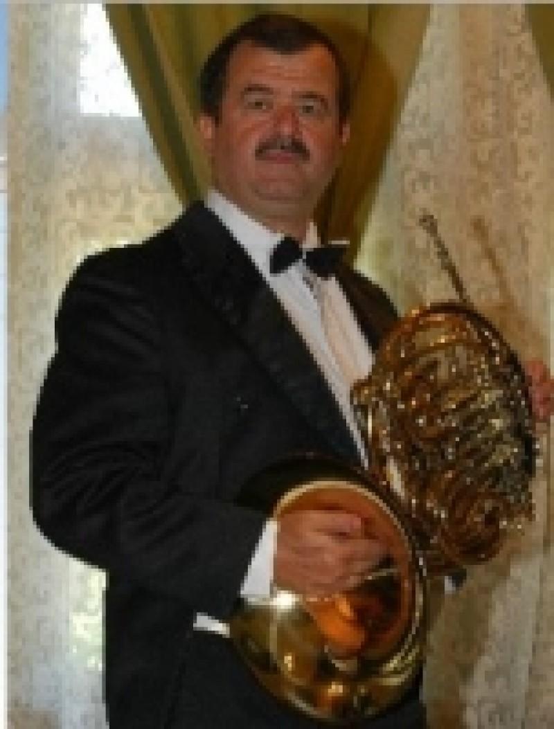 Cornistul Petrea Gîscă, invitat special în concertul simfonic al Filarmonicii Botoșani