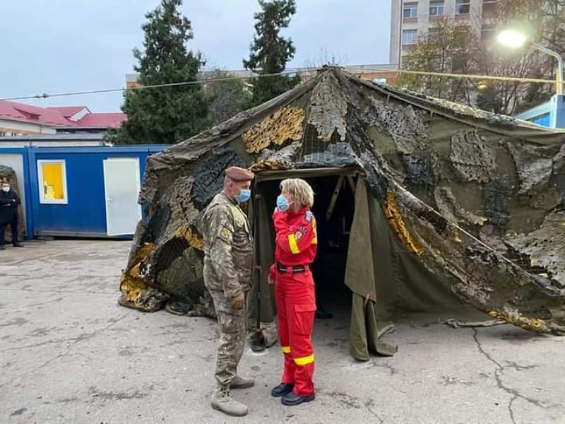 """Corturi de campanie montate de Armată în curtea """"Mavromati"""""""