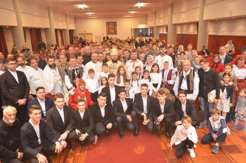 """Corul Seminarului Teologic Liceal Ortodox Botoșani, prezent la aniversarea a 15 ani de la înființarea Parohiei """"Buna Vestire"""" din Latina, Italia"""