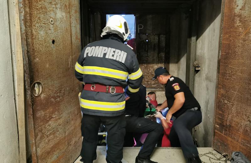 Coșmar pentru un botoșănean în această după amiază: S-a blocat liftul, a încercat să iasă și s-a prăbușit în gol
