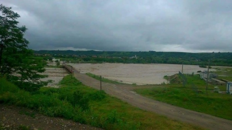 Cota de inundaţie pe Prut a fost depăşită la Oroftiana. Avertisment de la hidrologi!