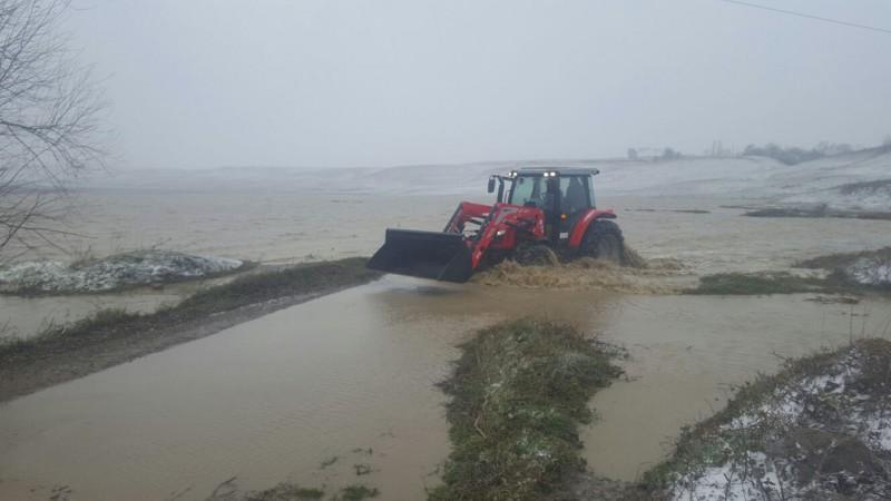 Cote de atenție depășite pe mai multe râuri din județ! Zeci de hectare de pășune au fost inundate!