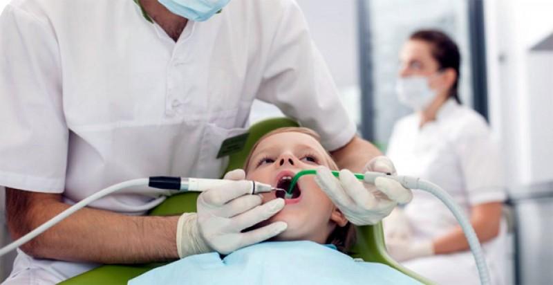 """Councluziile după moartea copilului de 4 ani după o anestezie la dentist: micuţul ar fi fost sedat cu """"un cocktail de medicamente ce conţinea pro-pofol şi ketamină"""""""