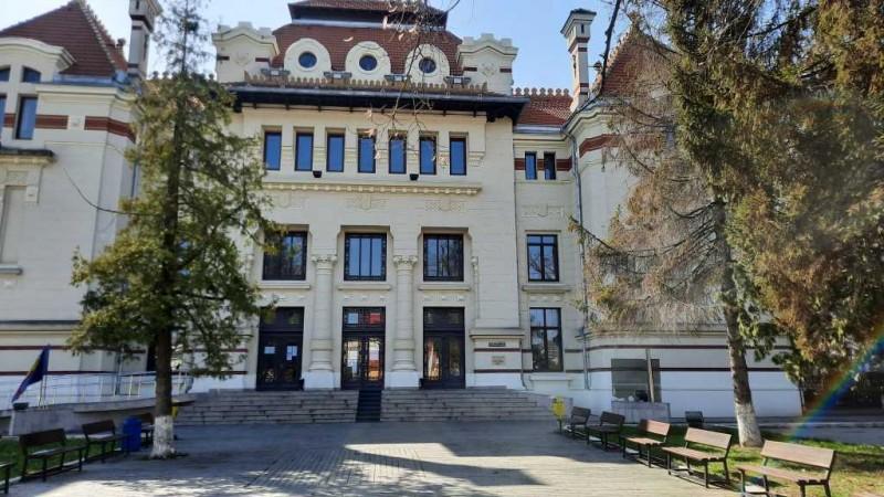 Covid-19 a lovit și Judecătoria din Botoșani. Grefier asimptomatic externat după 48 de ore, pozitiv