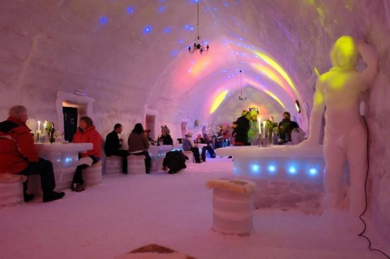 Crăciun ca-n frigider. Ce spun turiștii care au dormit la Hotelul de Gheață - VIDEO