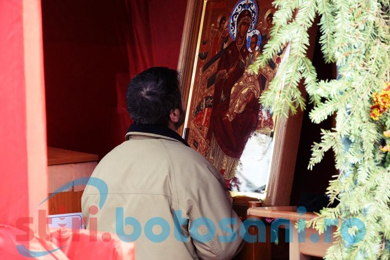 """Credincioşii din Botoşani se pot inchina la Icoana Maicii Domnului vindecatoare de cancer, la Biserica """"Izvorul Tămăduirii"""" din Parcul Tineretului"""