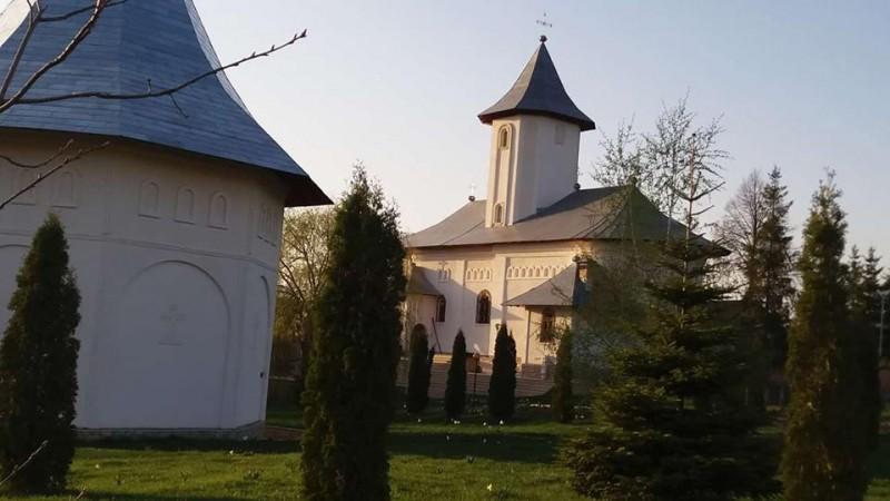 Creștinii, așteptați la hramul Mănăstirii Gorovei
