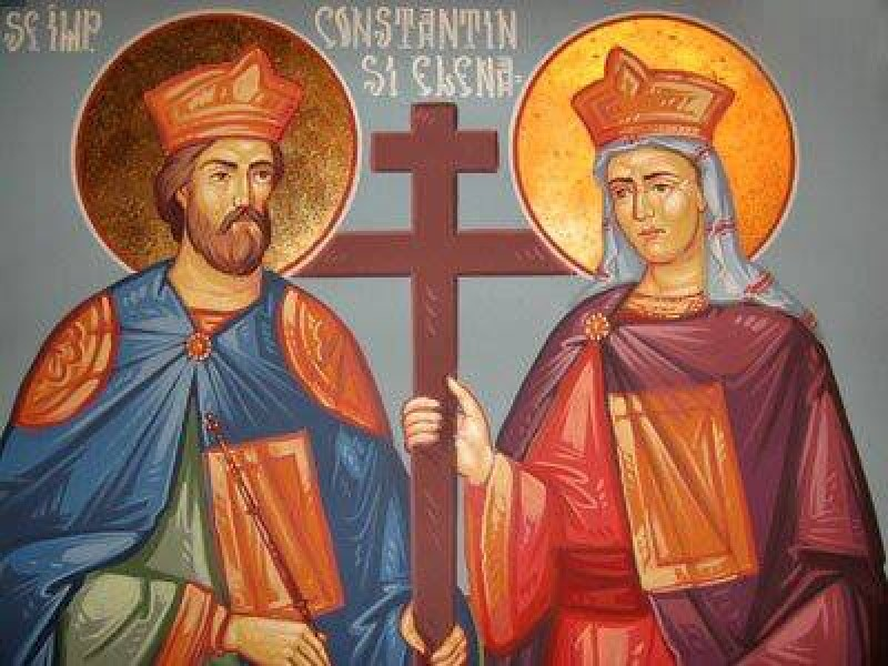 Crestinii ii cinstesc pe Sfintii Imparati Constantin si Elena