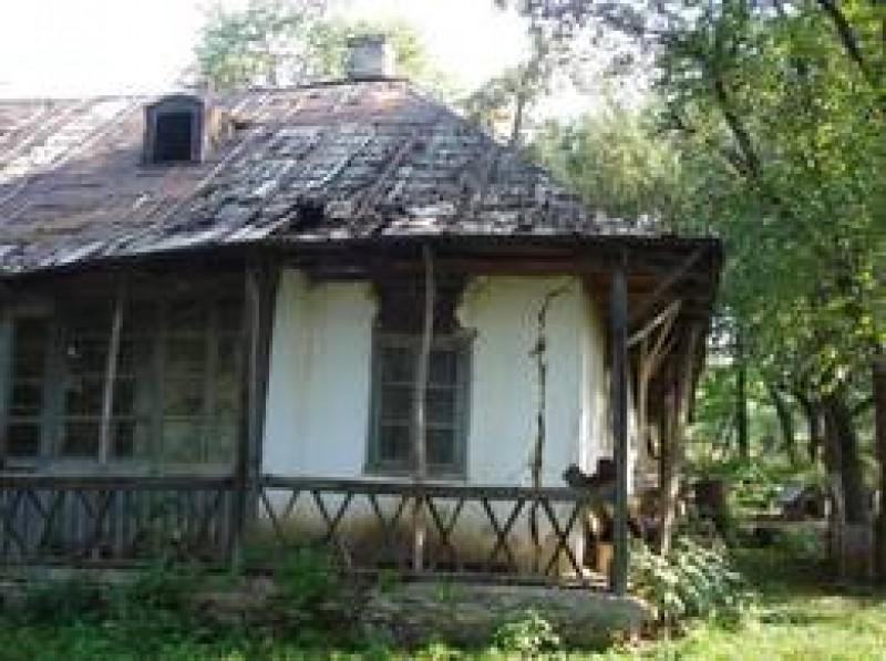 Crima de la Mihăileni, Botoșani: Casa Enescu, ajunsă depozit de cartofi, urmează să fie demolată