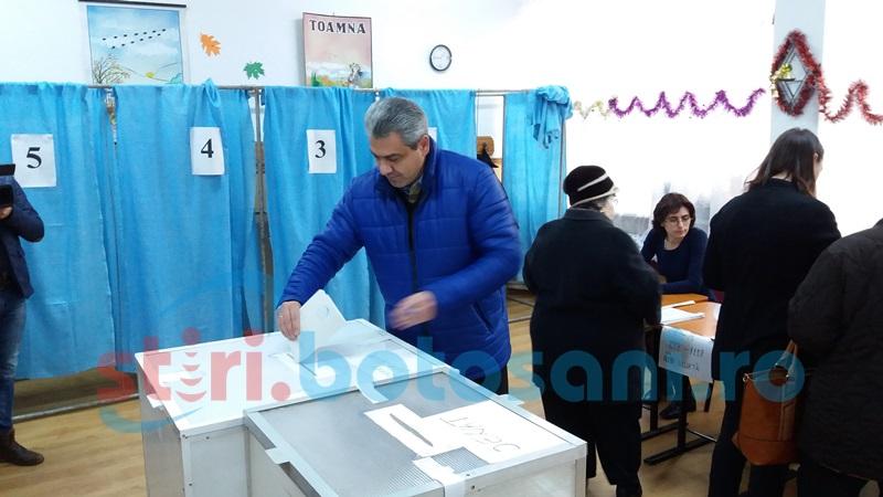 """Cristian Achiţei: """"Am votat pentru dezvoltarea judeţului Botoşani"""""""