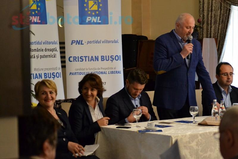Cristian Buşoi caută la Botoşani susţinători pentru candidatura la şefia PNL! FOTO