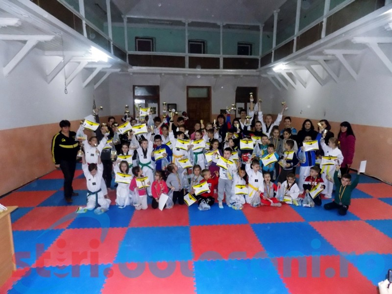 CS Real Taekwondo Team Botosani si-a premiat sportivii! 325 de medalii obtinute in 2015! FOTO