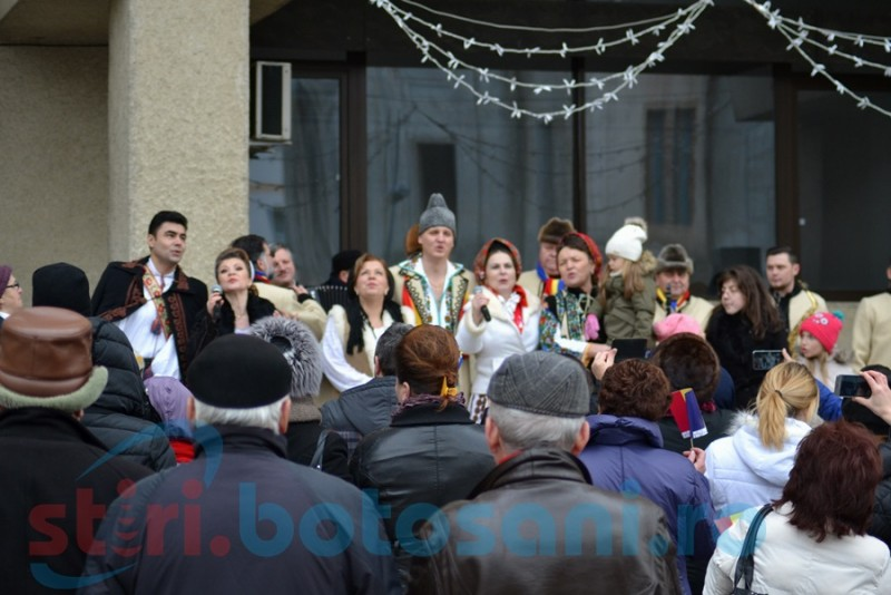 """Cu mic, cu mare la spectacolul susţinut de """"Rapsozii Botoşanilor"""" de 1 Decembrie FOTO- VIDEO"""