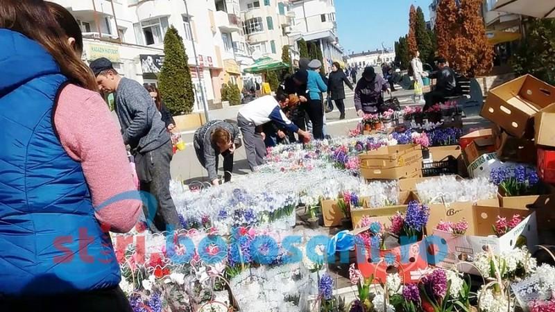 Cu preţuri săltate, florarii sunt primii câştigaţi în lupta pentru cadouri
